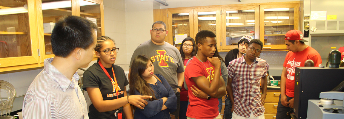 Incoming freshmen check out CBE as part of transition program