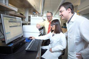 Dr. Wenzhen Li with students in lab